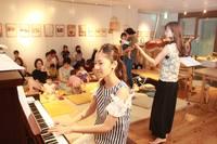 10月2日(月)0歳から大人まで一緒に歌って踊ろうSaki&Makiピアノとヴァイオリンの親子コンサートaonaイベント