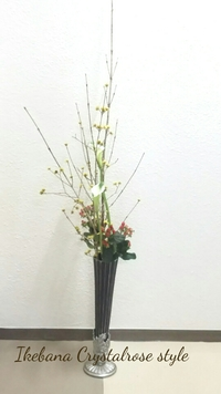 ブラックのスリムな花器にいけこみ