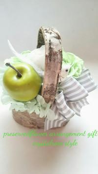 あおリンゴと鳥が可愛いギフトプリザーブドフラワーアレンジメント