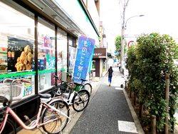 新代田駅前にものことの旗
