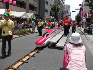 三鷹中央通り夏祭り、新幹線走る