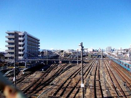 輝く富士が見える三鷹電車区
