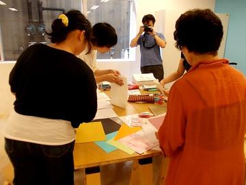 紙のデザインや種類を撰ぶ