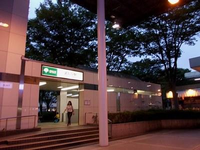 夕刻の光が丘駅
