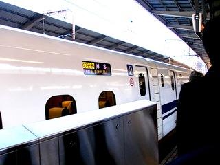 東京駅10時半。新幹線のぞみ博多行き2号車自由席
