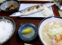 あるあるヘルシー食堂>扇屋で秋刀魚焼き&トン汁