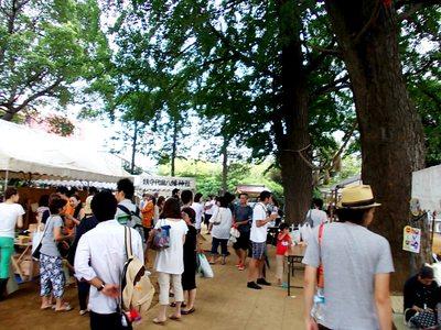 鎮守代田八幡神社は大賑い