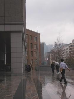 霞ヶ関コモンゲートの小雨