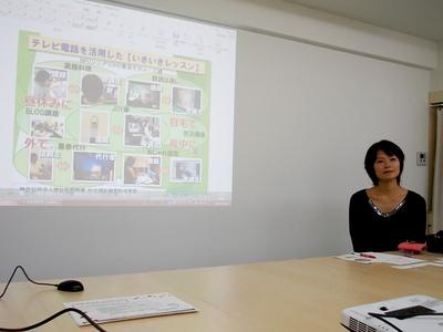 教室スペースで、浅川さん
