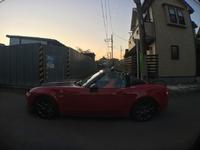 茜空を撮っていたら紅い車が(^-^)