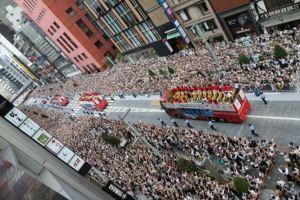 凱旋パレード