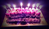 家族の手作りバースデーケーキで37歳を祝う 2016/05/07 21:00:00
