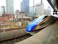 北陸新幹線2時間半で富山へ。電源完備でデスクワークもはかどった