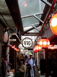 吉祥寺のハモニカ横丁は大混雑ですね〜♪ 2011/05/06 00:23:18