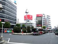 吉祥寺を走る関東バス!その奇抜な車体配色のルーツは?? 2011/08/28 06:23:03
