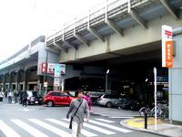 大賑わいのJR吉祥寺駅。かつての貨物線ホームはどこに? 2011/05/22 00:41:46