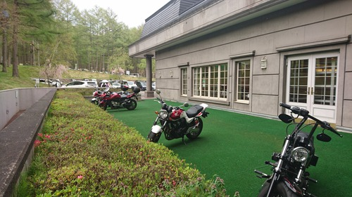 バイク専用駐車場(人工芝)
