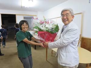 阿部さん、昨夜は雨の中に「たぬきがいた」 上映会に来てくださりありがとうございました。 また、素敵な花をありがとうございました。