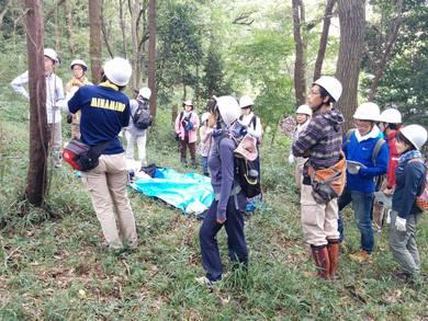 ユギムラの森で 大学生と一緒に体験学習を
