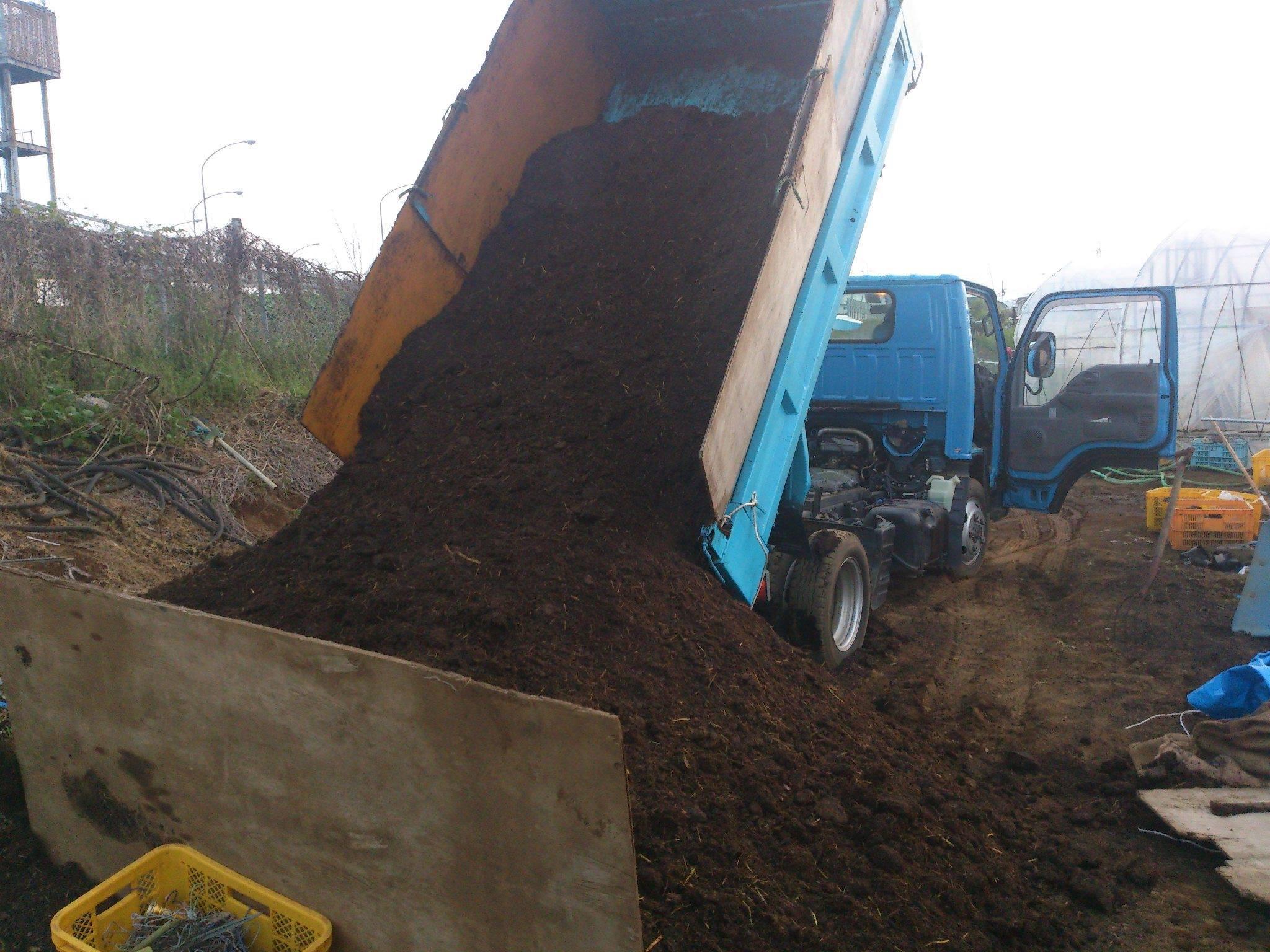 牛糞堆肥が運べたら来てほしいとのことだった。