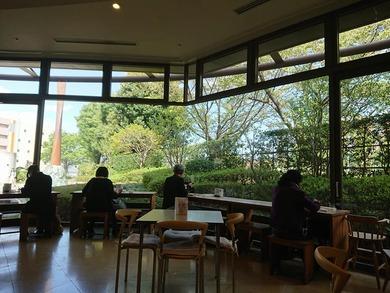 由木かたくりの会の喫茶で お昼を食べていると