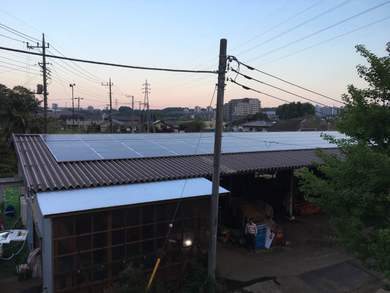 ユギムラ牧場の堆肥舎の屋根に市民太陽光発電
