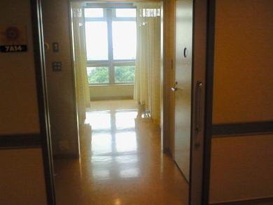 病室はとてもきれいな部屋です。