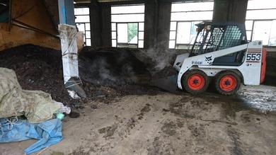 その間に堆肥舎の仕事をしていました。