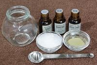 精油に、コラーゲン・ヒアルロン酸など有用成分を追加して、オリジナルスキンコスメを作りましょう♪