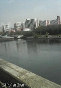 羽田空港の帰りに【東京モノレール】に乗りました。