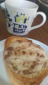 アンチョビモッツァレラチーズトースト