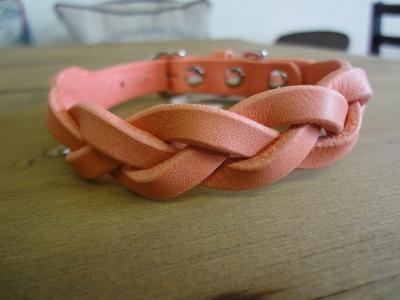 三つ編み首輪サーモンピンク