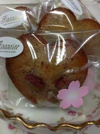 今日は桜のフィナンシェ