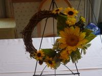 フォレスト・イン昭和館の趣味講座で夏の向日葵リースをつくりました。