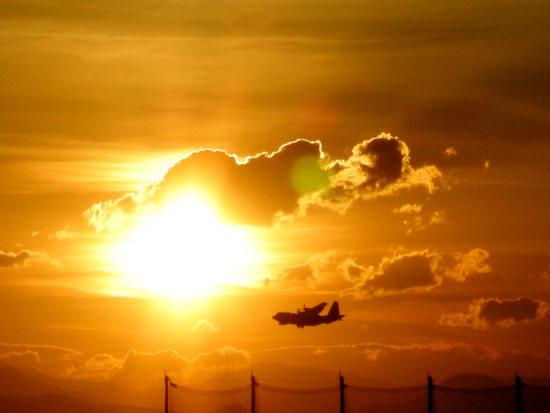 7月15日の夕日と飛行機