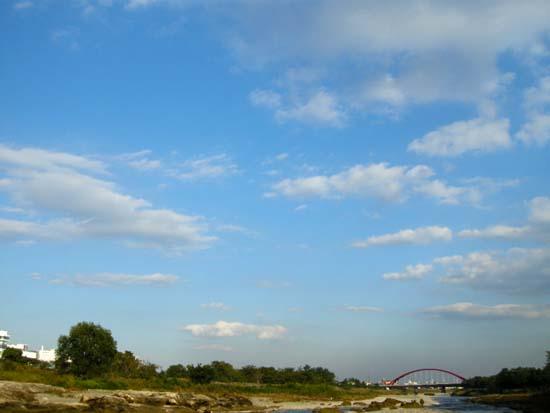 多摩川の東の空