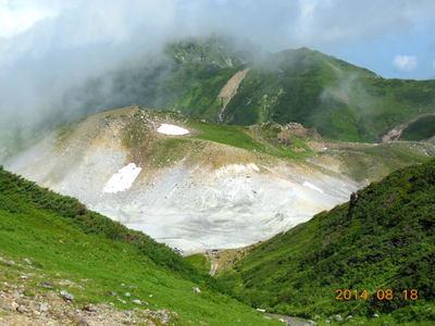 火山ガスの噴き出す地獄谷